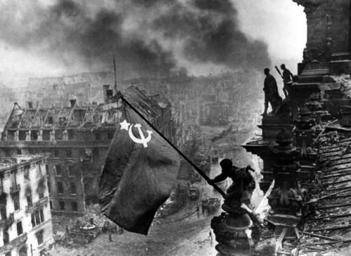 2.5.1945 Berlin Reichstag Armbanduhren wegretuschiert.